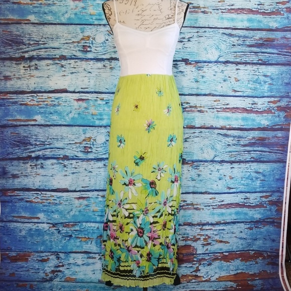Aeropostale Dresses & Skirts - NWOT Aeropostale Bright Green Floral Maxi